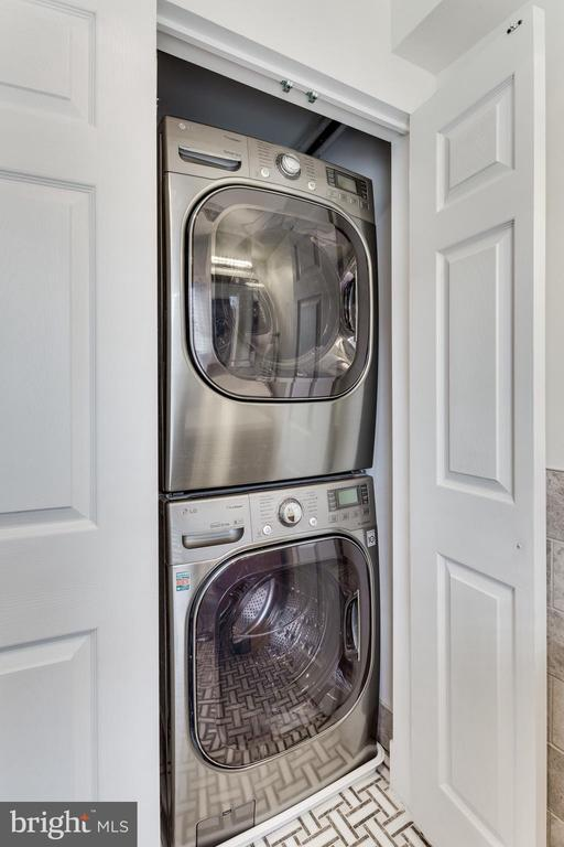 Stackable washer and dryer - 703 POTOMAC ST, ALEXANDRIA