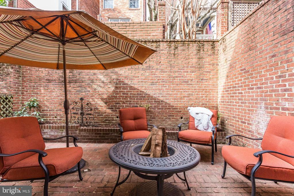 Private patio exclusive access from interior - 703 POTOMAC ST, ALEXANDRIA