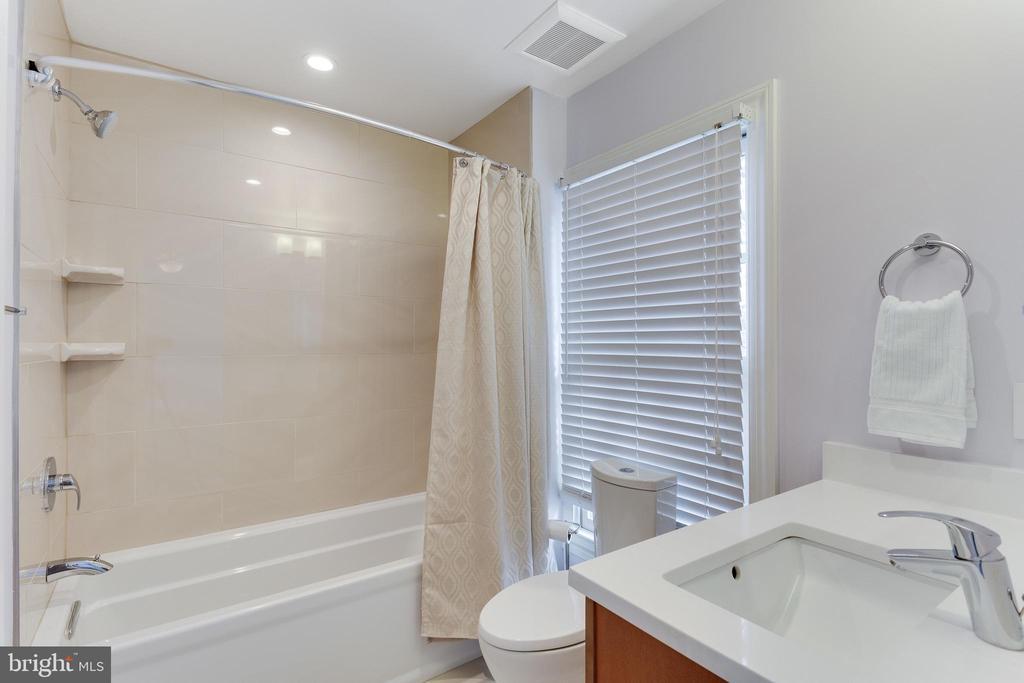 Second bedroom ensuite bath with heated floors - 703 POTOMAC ST, ALEXANDRIA