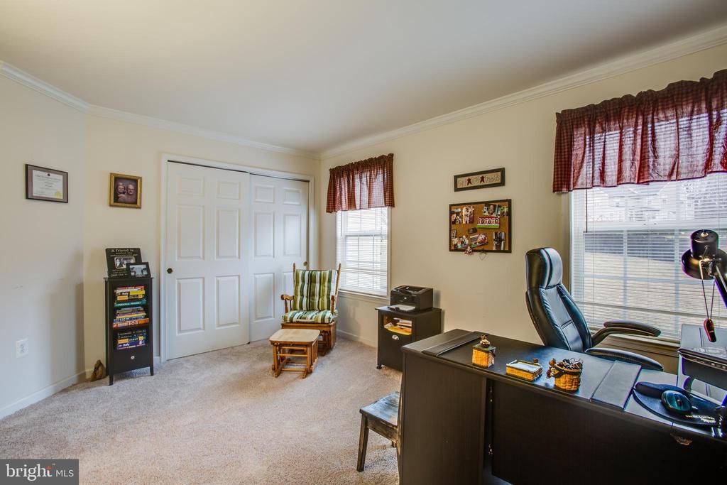 MAIN LEVEL BEDROOM - 19 SAINT CHARLES CT, STAFFORD