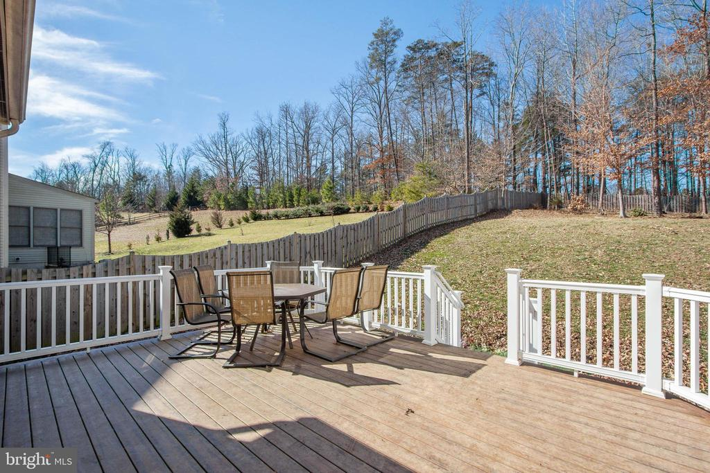 Large deck to relax or entertain - 3713 STONEWALL MANOR DR, TRIANGLE