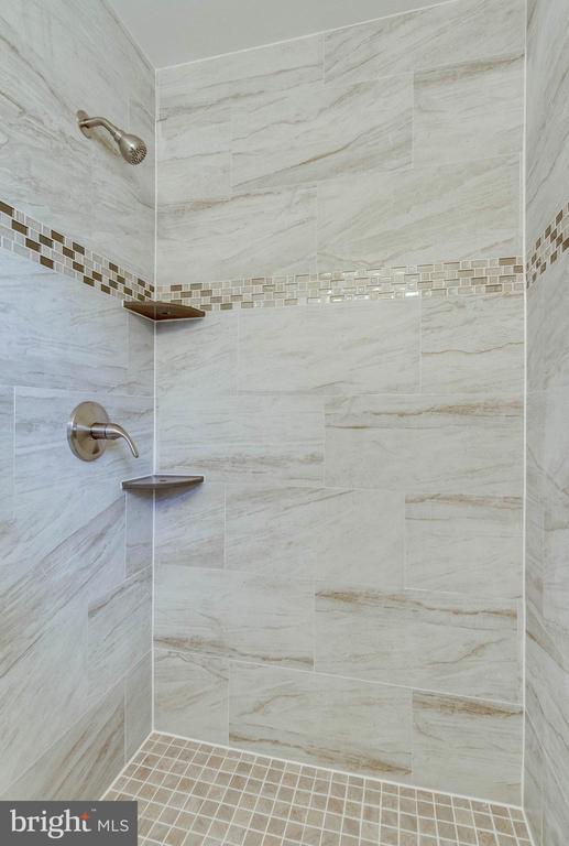 Master Bath - 6317 THOMAS DR, SPRINGFIELD