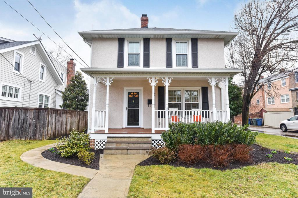 One of Alexandria 3 Bedroom Homes for Sale at 5 W MONROE AVENUE