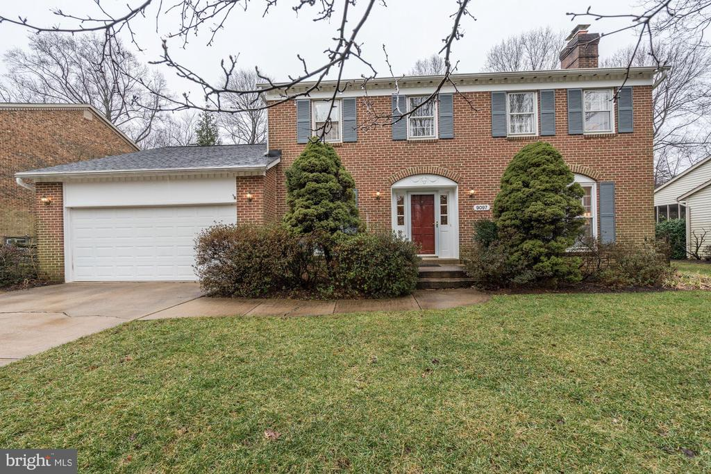 Beautiful in all seasons, just waiting for you. - 9097 WEXFORD DR, VIENNA
