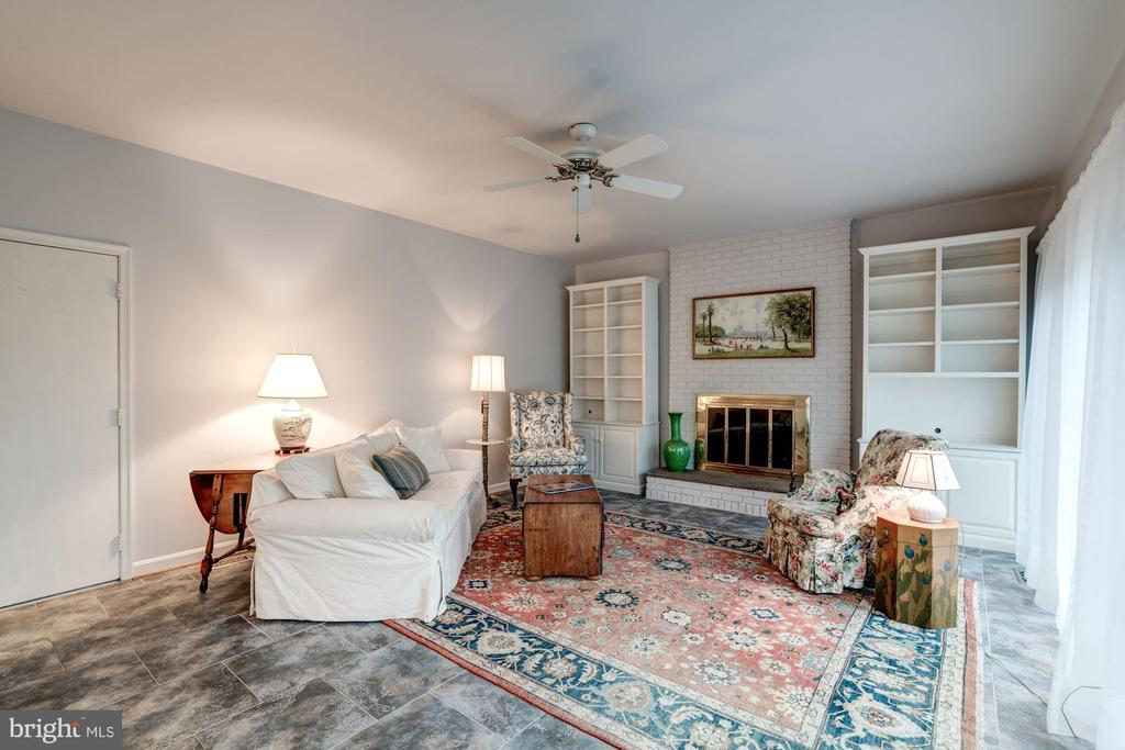 the high ceilinged family room on the other - 9097 WEXFORD DR, VIENNA