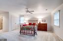 Sharing the great dimensions of the living room - 9097 WEXFORD DR, VIENNA