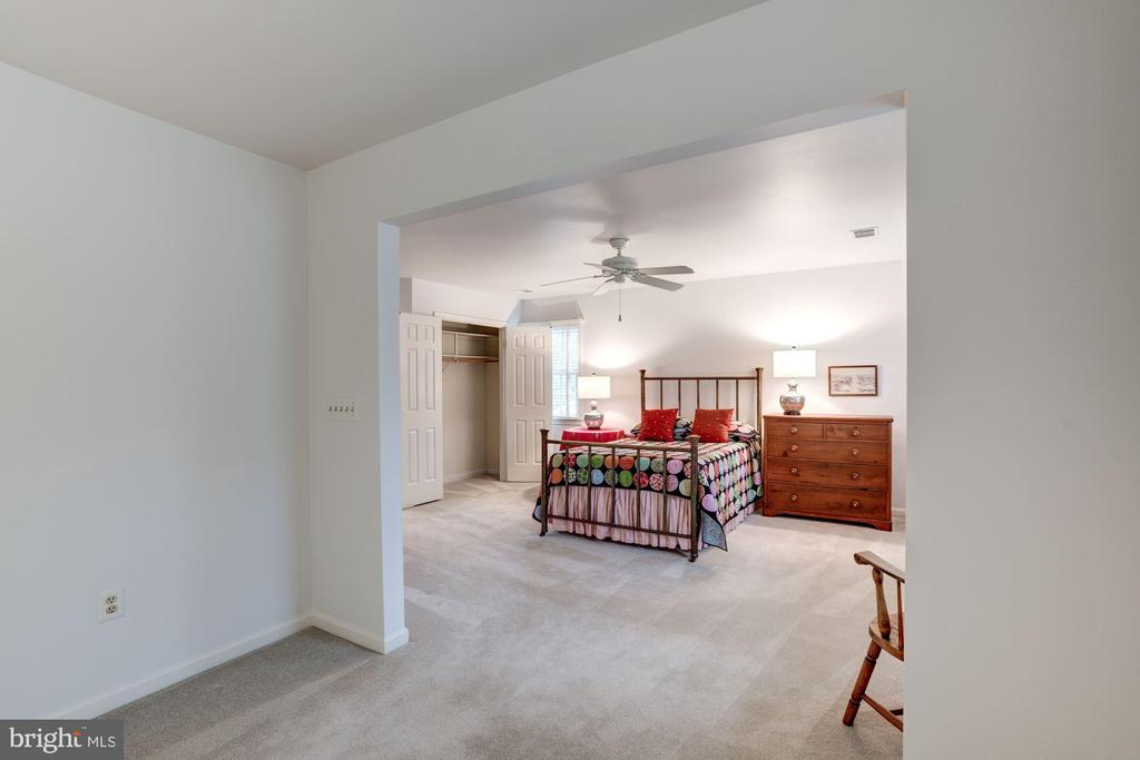 the master bedroom suite! - 9097 WEXFORD DR, VIENNA