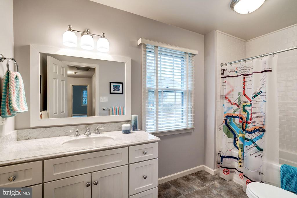 AND the gorgeous remodeled hall bath, wow! - 9097 WEXFORD DR, VIENNA