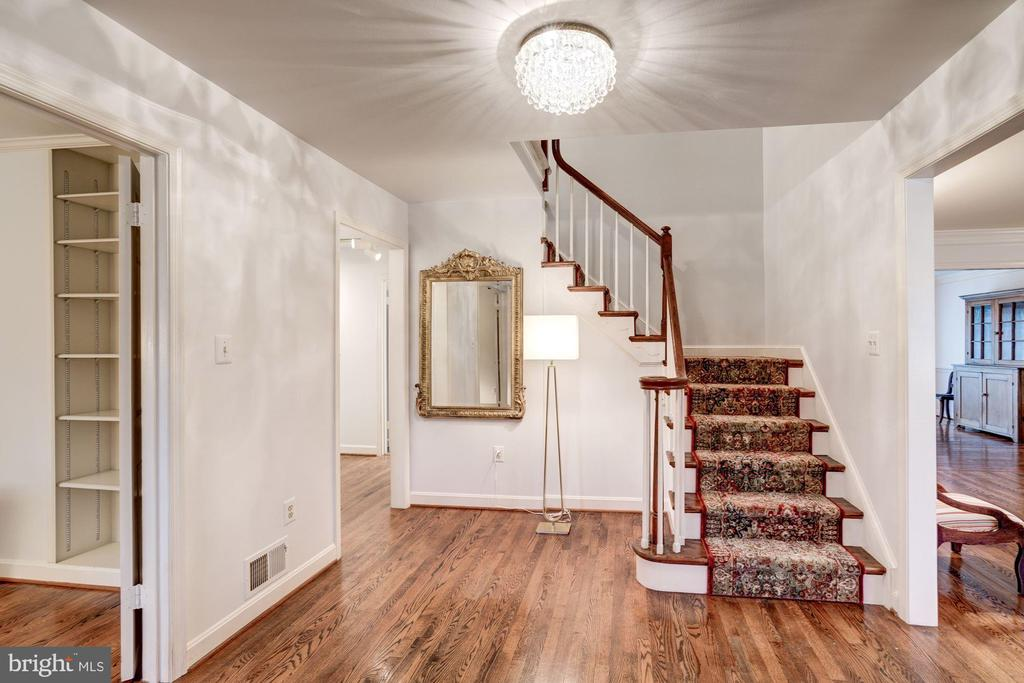 then you're back in the front hall and the stairs. - 9097 WEXFORD DR, VIENNA