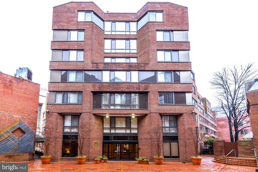 1077 30TH ST NW #303
