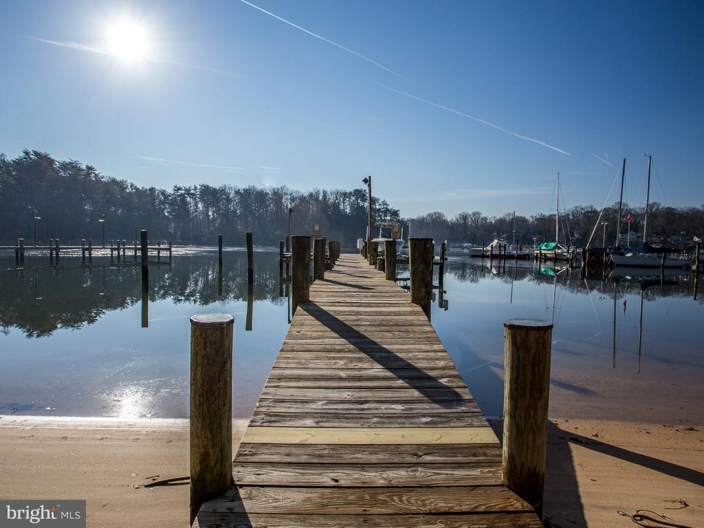 10ft. Water Depth at the end of the Pier - 658 ROCK COVE LN, SEVERNA PARK