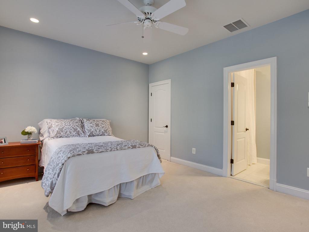 Suite with Private Bath - 658 ROCK COVE LN, SEVERNA PARK