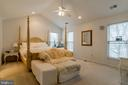 Spacious owner's suite with dual walk-in closets - 9100 BRIARWOOD FARMS CT, FAIRFAX