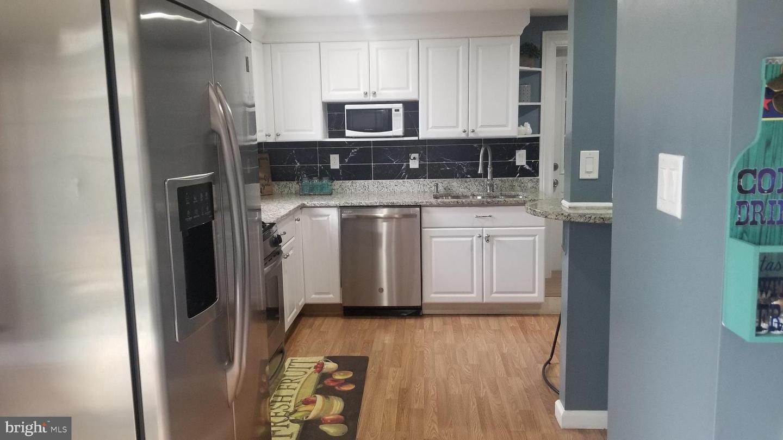 Additional photo for property listing at 7126 Arlington Blvd 7126 Arlington Blvd Falls Church, Virginia 22042 United States