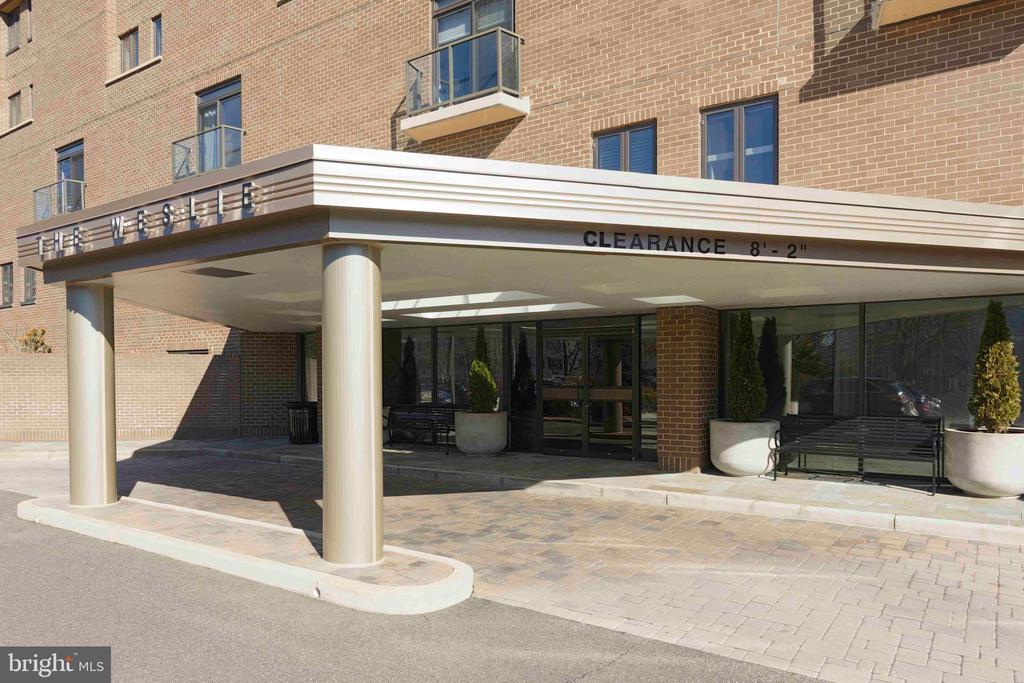 Entrance to Lobby - 1401 N OAK ST N #305, ARLINGTON