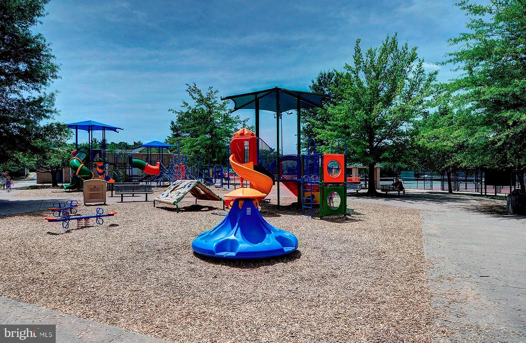 Nearby Playgrounds - 501 BOWERS LN, HERNDON