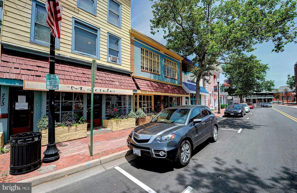 Shops and cafes - 501 BOWERS LN, HERNDON