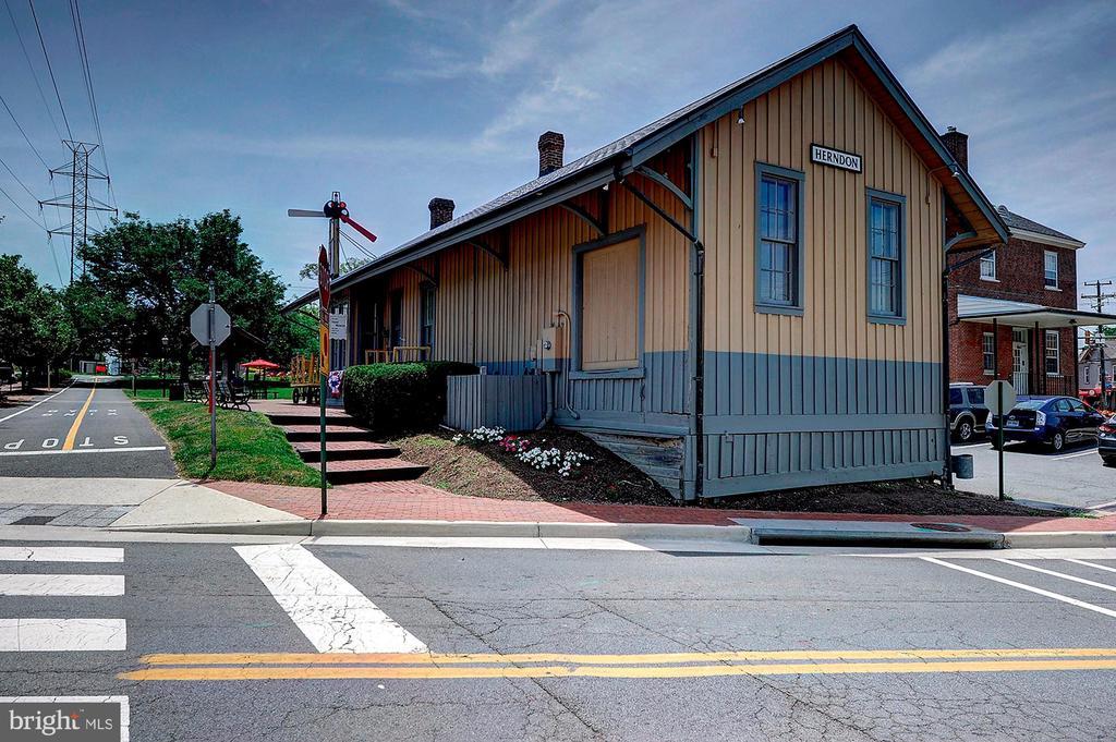 Old Town Views - 501 BOWERS LN, HERNDON