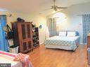Huge master bedroom - 501 BOWERS LN, HERNDON