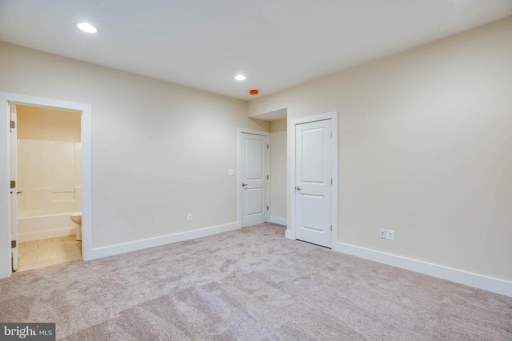 LOWER LEVEL REC. ROOM - 105 EDGEMONT CIR, LOCUST GROVE
