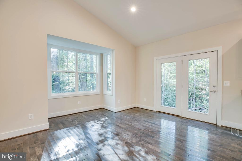 DINING ROOM BAY WINDOW OF PREVIOUSLY BUILT HOME - 105 EDGEMONT CIR, LOCUST GROVE