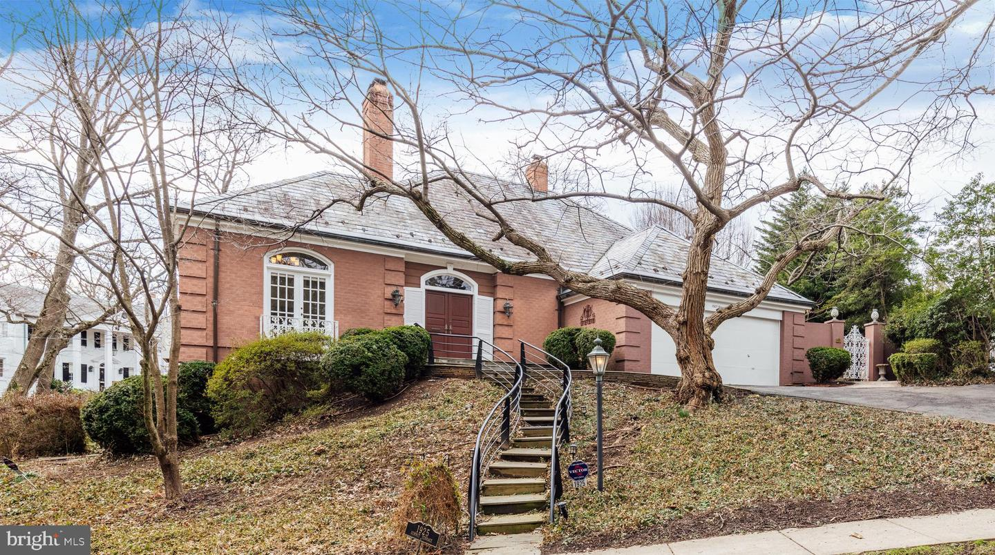 Single Family for Sale at 1925 Summit Ter 1925 Summit Ter Alexandria, Virginia 22307 United States