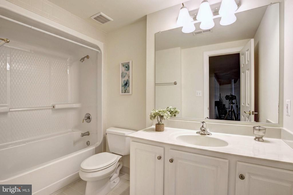 Full Bath - 9321 WEIRICH RD, FAIRFAX
