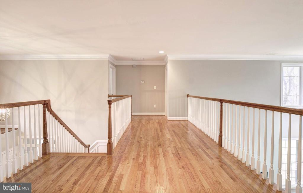 Upstairs Hall - 9321 WEIRICH RD, FAIRFAX