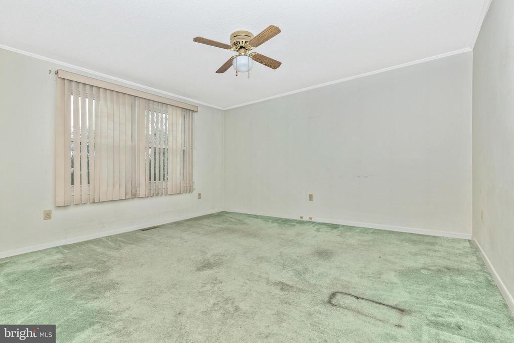 Huge second main floor bedroom - 110 ELK DR, HANOVER
