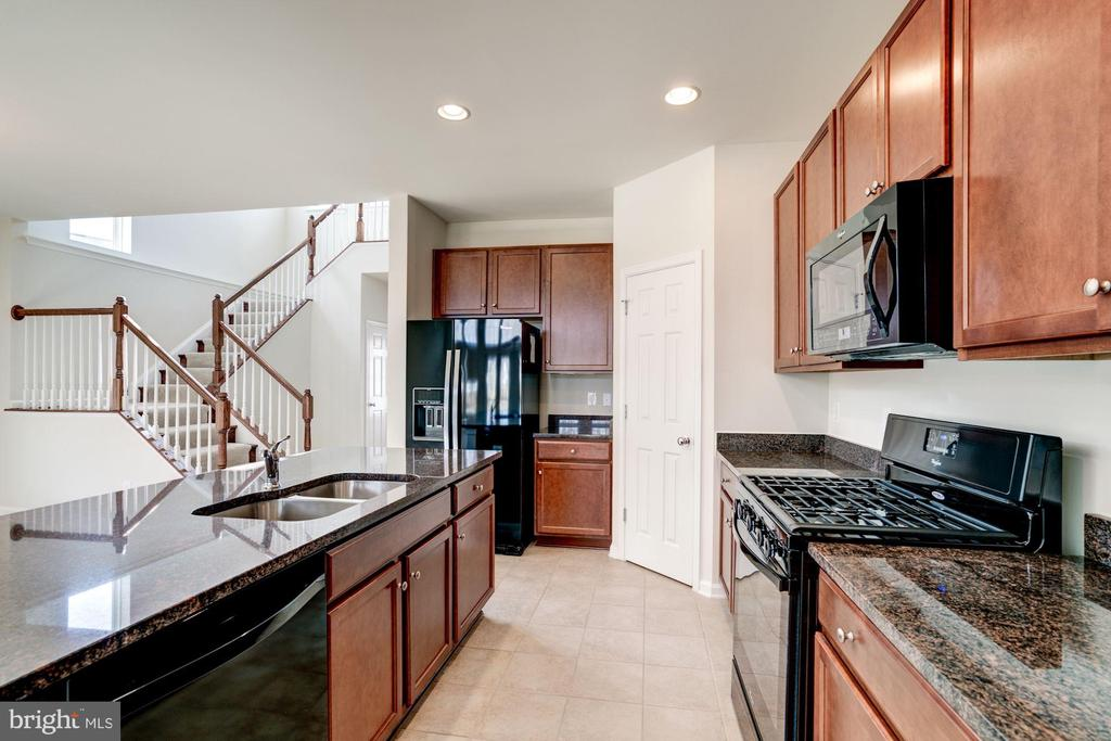 Kitchen - 42316 GRAHAMS STABLE SQ, ASHBURN