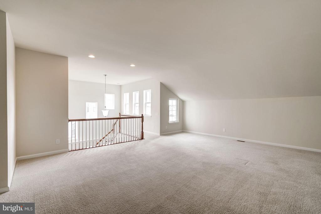 Upper  level - 42316 GRAHAMS STABLE SQ, ASHBURN
