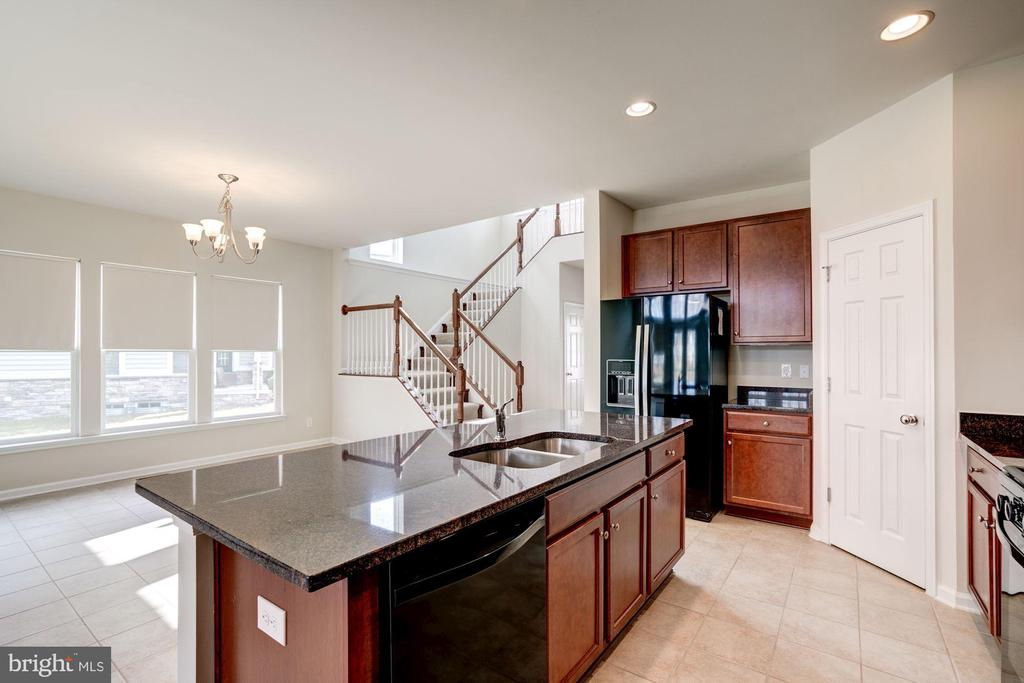 Kitchen Island - 42316 GRAHAMS STABLE SQ, ASHBURN