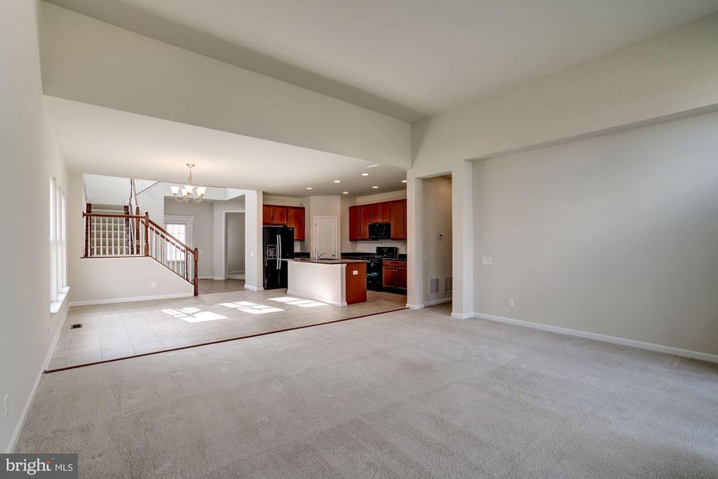 Main level - 42316 GRAHAMS STABLE SQ, ASHBURN