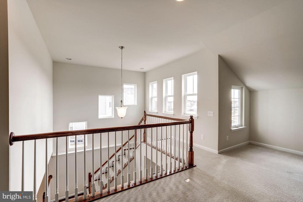 Upper level view - 42316 GRAHAMS STABLE SQ, ASHBURN