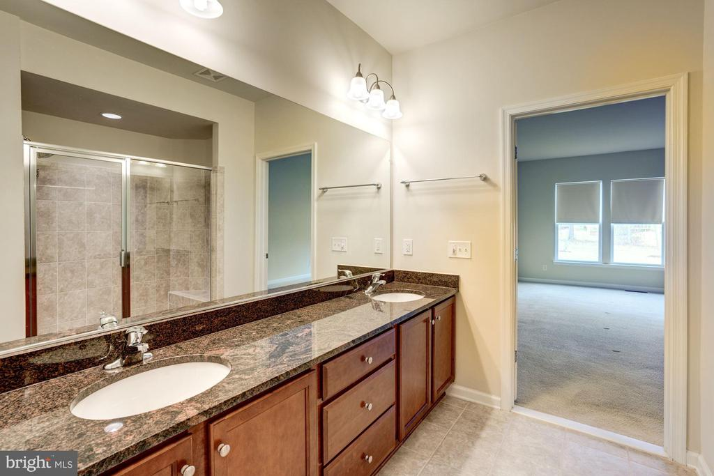 Bath - 42316 GRAHAMS STABLE SQ, ASHBURN