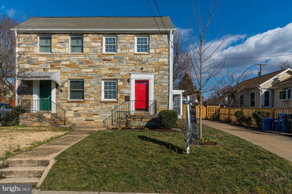 One of Alexandria 2 Bedroom Homes for Sale at 318 E BELLEFONTE AVENUE