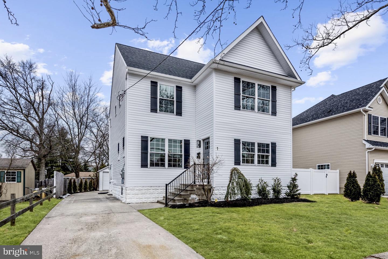 Maison unifamiliale pour l Vente à 1 EMERALD Avenue Haddon Township, New Jersey 08108 États-Unis
