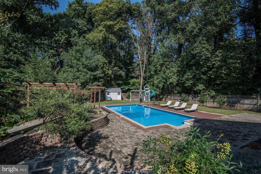 Rear Oasis w/Pool, Pergola,& Playhouse - 2301 TWIN VALLEY LN, SILVER SPRING