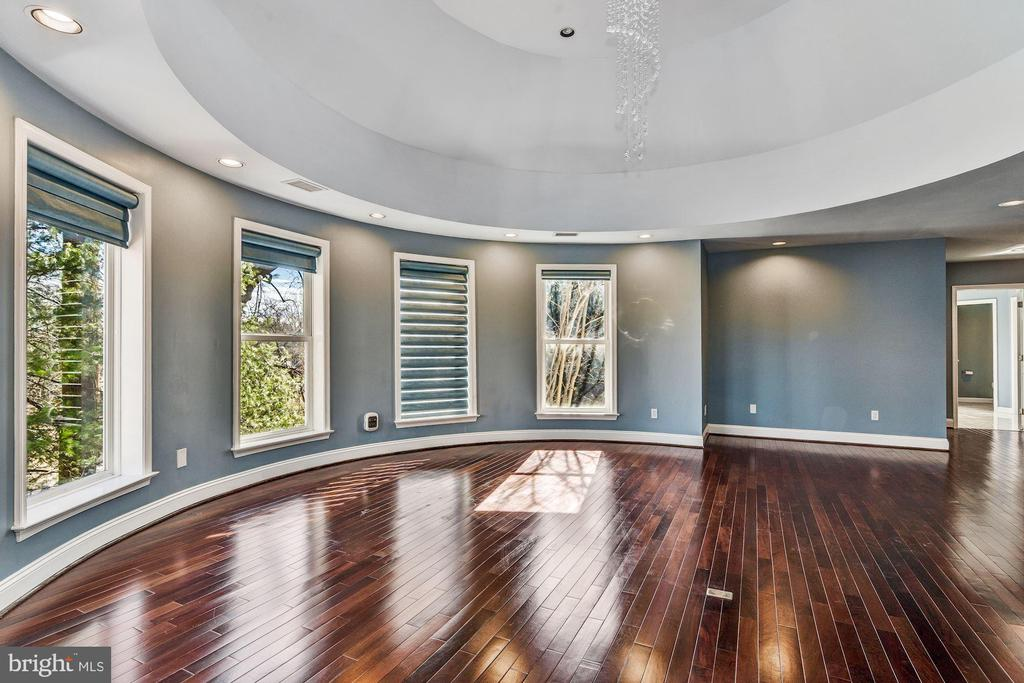 Luxury Master Suite in the Round - 2301 TWIN VALLEY LN, SILVER SPRING