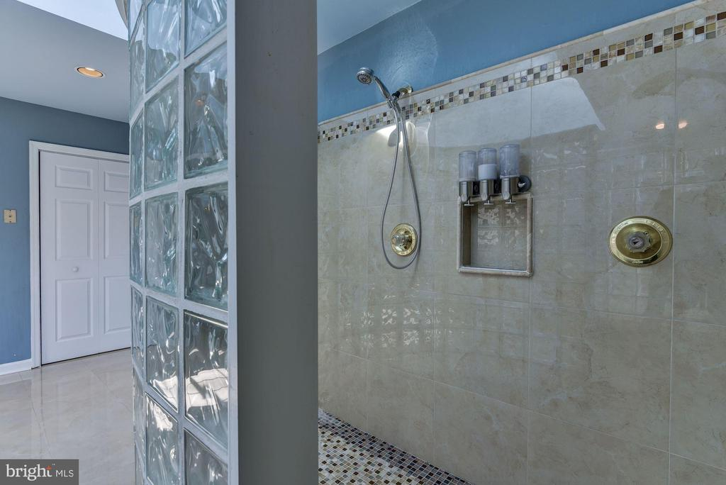 Spacious Walk-in Shower - 2301 TWIN VALLEY LN, SILVER SPRING