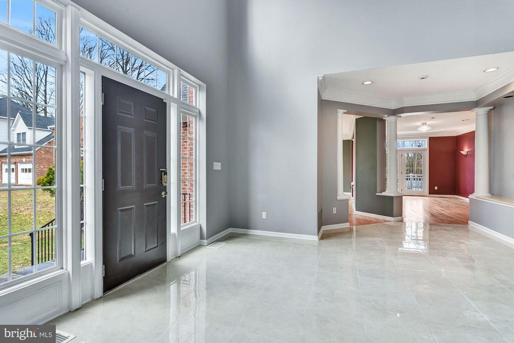 Open Plan Design Gestures to Living & Dining Forma - 2301 TWIN VALLEY LN, SILVER SPRING