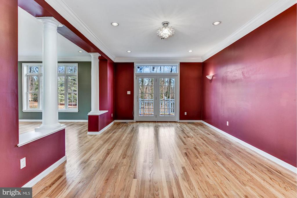 Formal Dining Room w/ Atrium Access to Rear Deck - 2301 TWIN VALLEY LN, SILVER SPRING