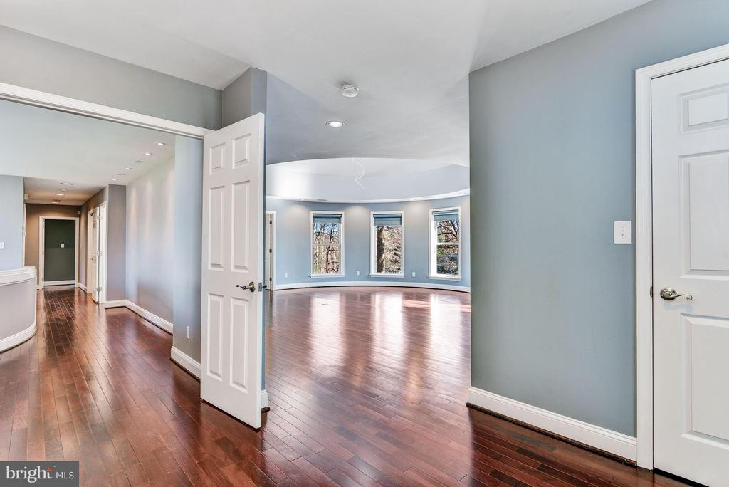 Double Walk-in Closets - 2301 TWIN VALLEY LN, SILVER SPRING