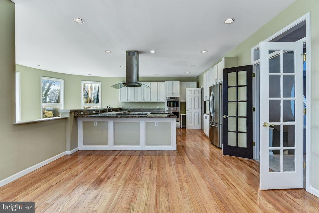 French Doors from Foyer to Eat-in Kitchen - 2301 TWIN VALLEY LN, SILVER SPRING
