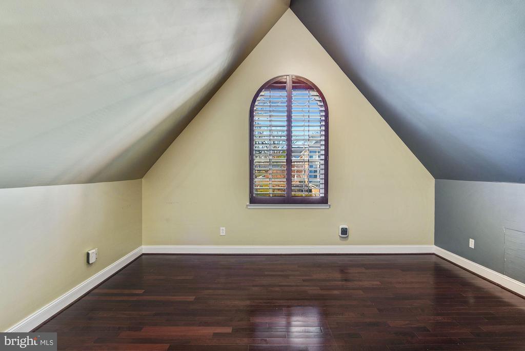 En-suite Bedroom #4 - 2301 TWIN VALLEY LN, SILVER SPRING