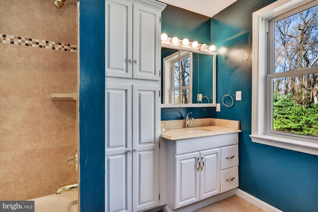 Shared Hall Bath - 2301 TWIN VALLEY LN, SILVER SPRING