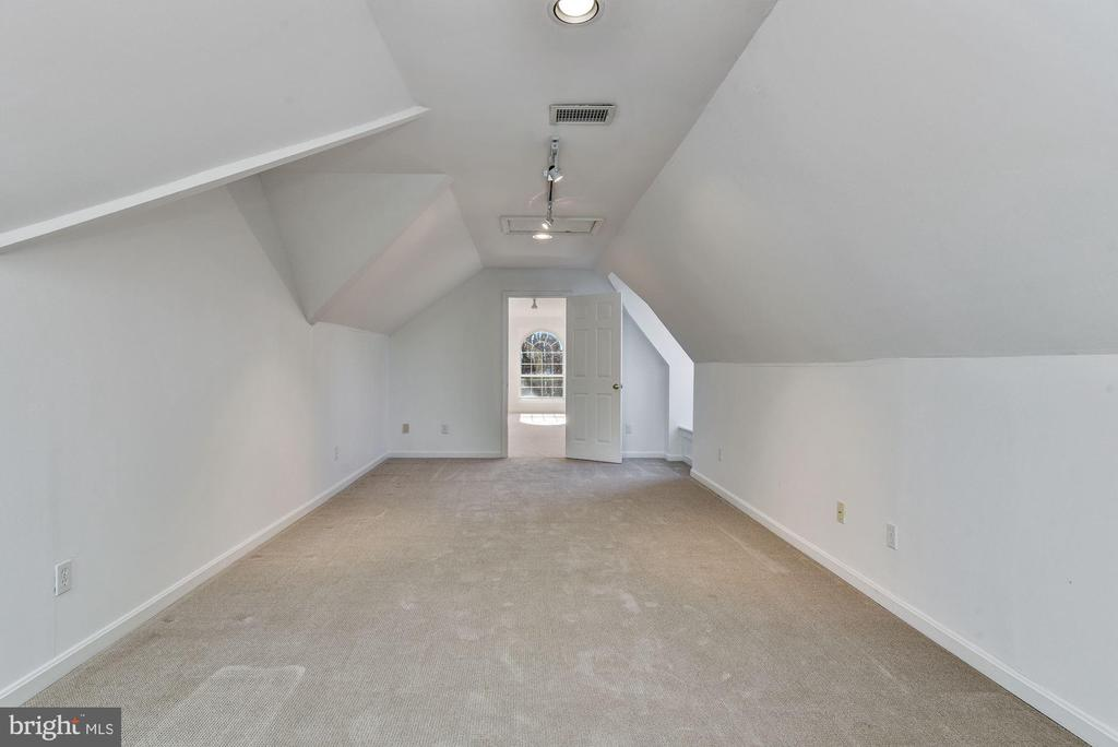 Finished Attic Flex Bedroom/Playroom - 2301 TWIN VALLEY LN, SILVER SPRING