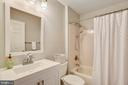 Upper level hall bath w/new upgrades in 2019 - 20702 MANDALAY CT, ASHBURN