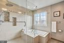 Luxurious master bath w/soaking tub! - 20702 MANDALAY CT, ASHBURN