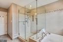 Large spa like frameless shower with seat - 20702 MANDALAY CT, ASHBURN